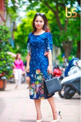 Đầm hoa xanh lé ngực