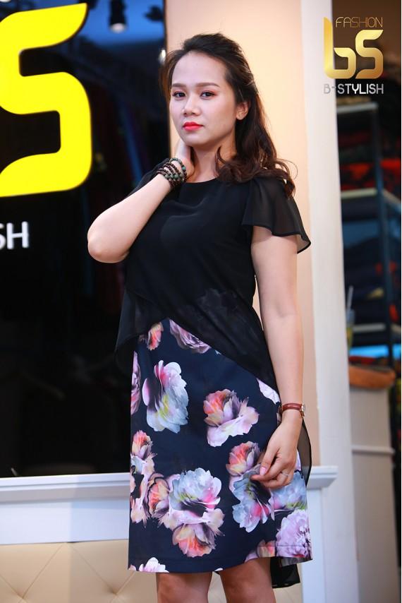 Đầm áo đen phủ hoa